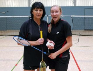Angela Michalowsky mit Daniela Suhr im Damendoppel
