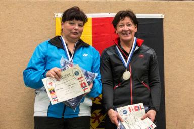 NorddeutscheMeisterschaften - Ilona Kienitz (links) mit Heike Bunn (rechts) Ehrung